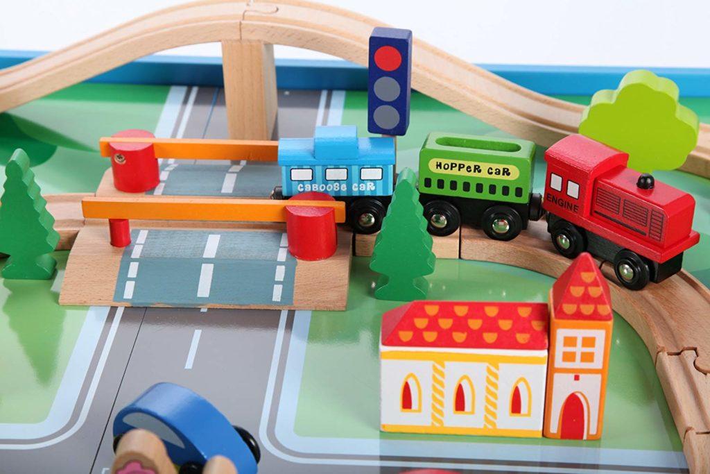 Juguetes de madera: tren de madera, circuitos y accesorios