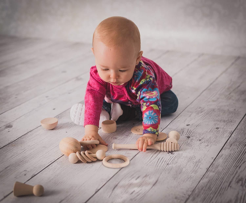 Juguetes de madera para bebés: cesto de los tesoros