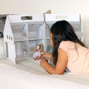 Juguetes ecológicos - casa de muñecas de cartón This is Karton